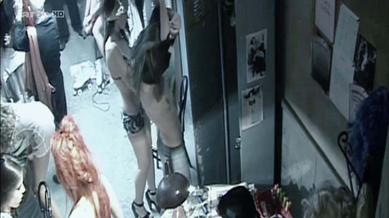 Asia Argento nude Stefania Rocca nude an others nude too - Go Go Tales (2007) HDTV 720p (13)