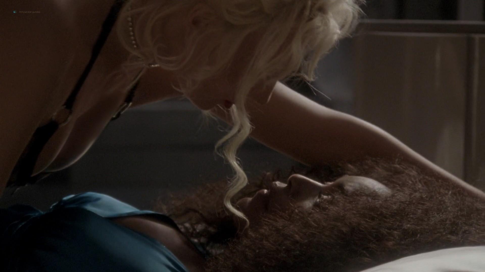 Lady Gaga and Angela Bassett hot lesbian sex - American Horror Story (2015) s5e3 HD 1080p (10)