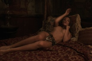 Alicja Bachleda nude topless and Yvonne Strahovski hot – Edge (2015) HD 1080p