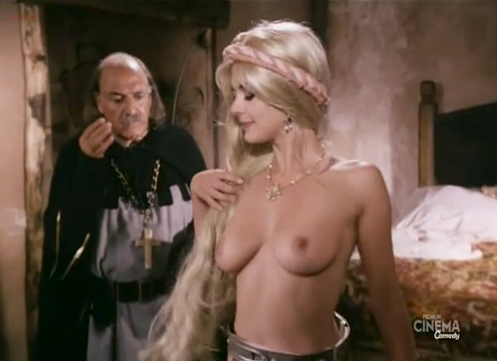 Cinzia Roccaforte nude bouncing boobs Ramona Badescu nude too - Chiavi in mano (IT-1996) (5)
