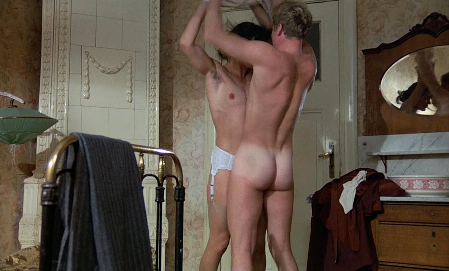 Naked women in cinema — pic 6