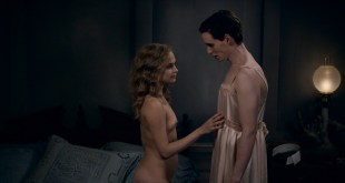Alicia Vikander nude butt and topless and Sonya Cullingford nude too- The Danish Girl (2015) HD 1080p (3)