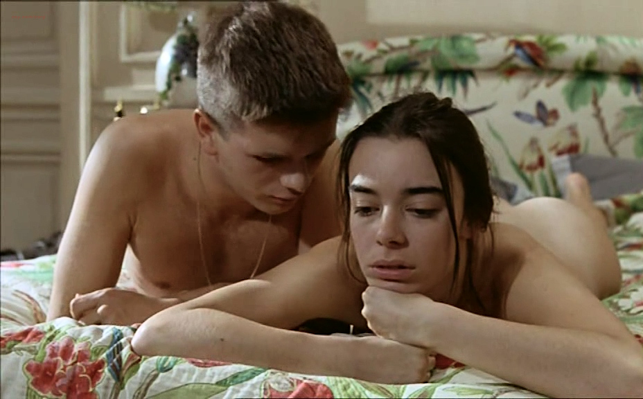 Élodie Bouchez nude bush and Sophie Aubry nude butt and boobs- Le plus bel âge (FR-1995) (29)