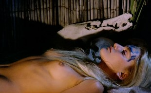 Sabrina Siani nude topless - Mondo cannibale (1980)