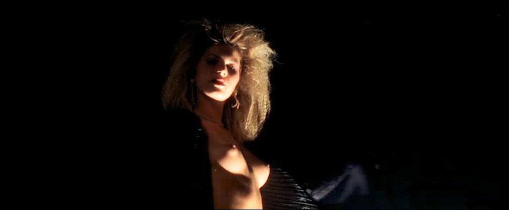 Cécile De France nude topless lot of sex - L'art (délicat) de La Séduction (FR-2001) (11)
