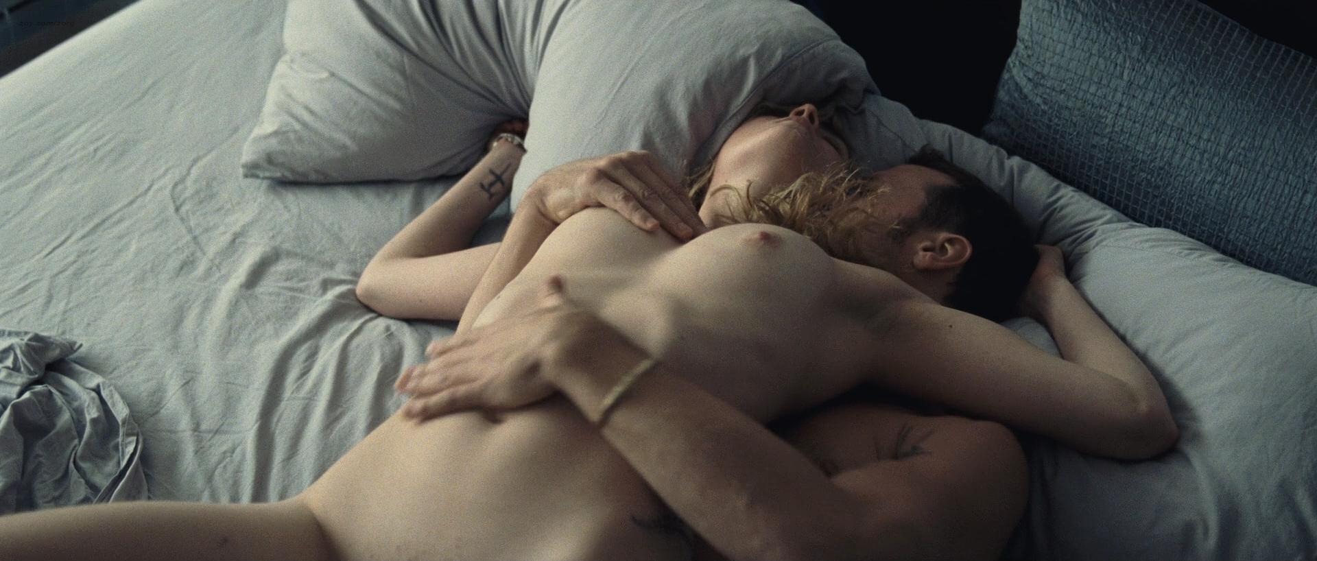 Evelyne Brochu nude bush and sex Hélène Florent nude brief topless - Café de Flore (FR-CA-2011) HD 1080p BluRay (20)