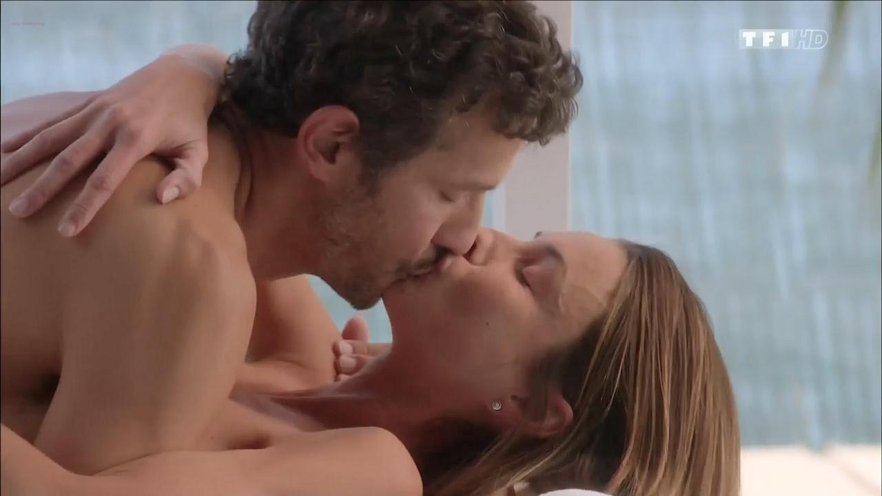 Jennifer Lauret Nude Topless Mild Sex - Une Famille -7363