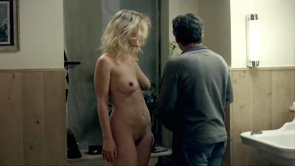 Nude amira reichert Nudity in