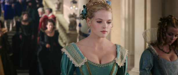 Milla Jovovich hot leggy and Gabriella Wilde cute and hot - The Three Musketeers (2011) HD 1080p BluRay (6)
