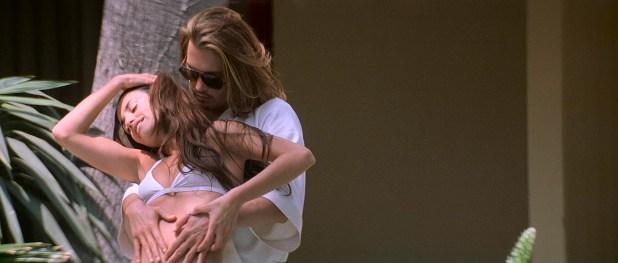 Penélope Cruz hot and sexy, Franka Potente and other's hot in bikini - Blow (2001) HD 1080p BluRay (11)