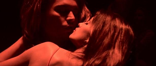 Penélope Cruz hot and sexy, Franka Potente and other's hot in bikini - Blow (2001) HD 1080p BluRay (5)