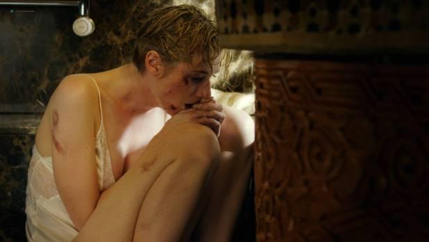 Elizabeth Debicki nude brief boob and nipple – The Night Manager (2016) s1e6 HD 1080p (4)