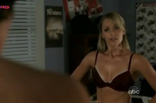 Laura Vandervoort hot in bra and panties – V (2009) S1E3
