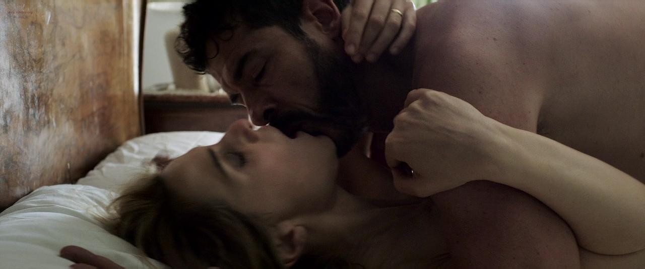 Paola Cortellesi hot sex and Ilaria Spada very hot butt in swim suit - Gli ultimi saranno ultimi (IT-2015) HD 720p BluRay (7)