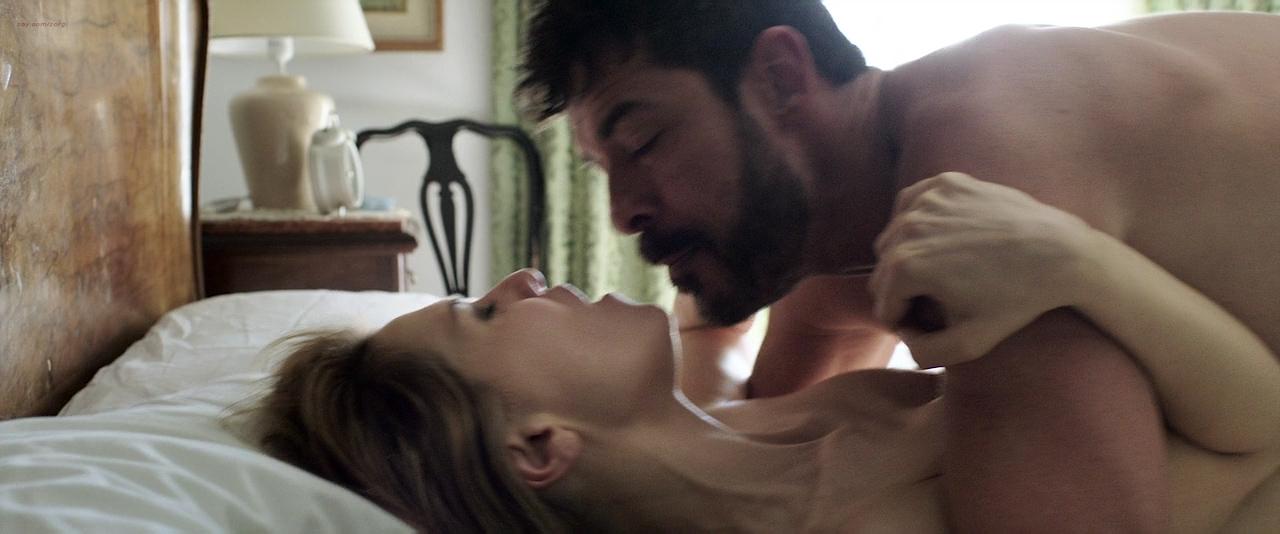 Paola Cortellesi hot sex and Ilaria Spada very hot butt in swim suit - Gli ultimi saranno ultimi (IT-2015) HD 720p BluRay (5)