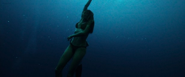Teresa Palmer hot and busty in bikini and very sexy - Point Break (2015) HD 1080p (10)