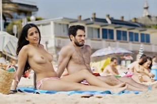 Inma Cuesta nude topless and Clara Lago hot – Primos (ES-2011)