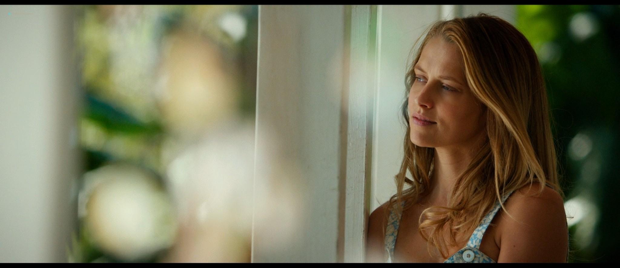 Teresa Palmer hot bikini and Maggie Grace, Alexandra Daddario hot too - The Choice (2016) HD 1080p BluRay (18)