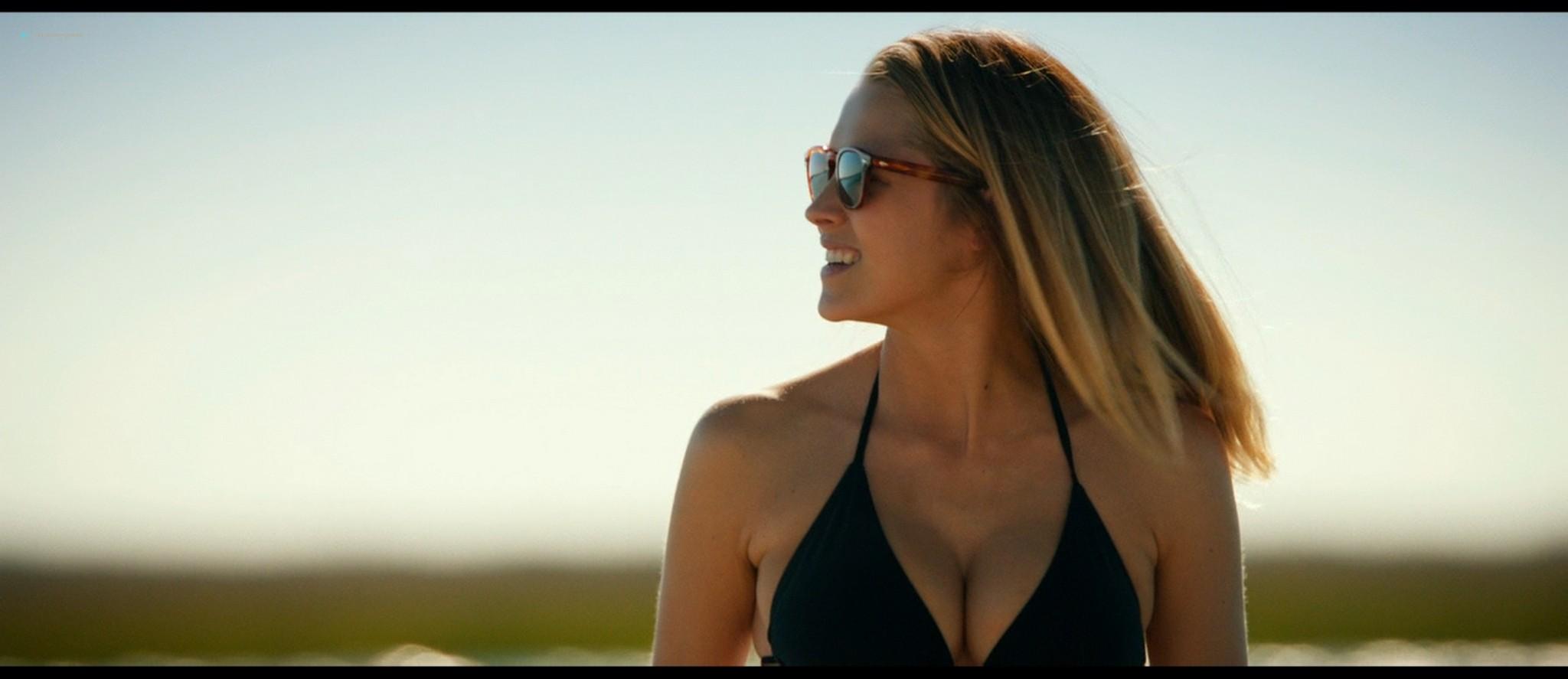 Teresa Palmer hot bikini and Maggie Grace, Alexandra Daddario hot too - The Choice (2016) HD 1080p BluRay (10)