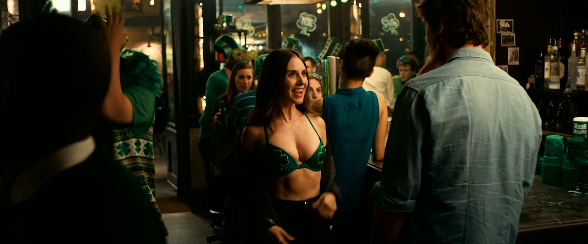 Dakota Johnson hot and sexy, Alison Brie hot cleavage and Leslie Man sex - How to Be Single (2016) HD 1080 WEB-DL (4)