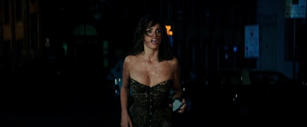 Penélope Cruz hot busty cleavage and Naomi Campbell hot - Zoolander 2 (2016) HD 1080p Web-Dl (11)