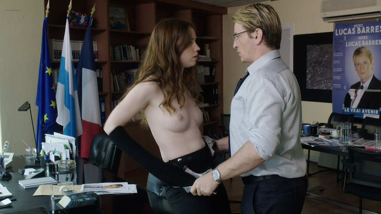 Stéphane Caillard nude topless, Carolina Jurczak nude and Nadia Farès hot - Marseille (FR-2016) s1e-1-4 HD 720p (1)