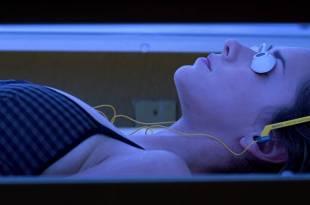 Jennifer Love Hewitt hot bikini and sexy cleavage – I Still Know What You Did Last Summer (1998) hd1080p BluRay