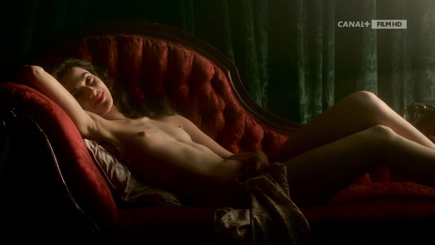 Joanna Going nude topless and butt and Samantha Mathis hot and wet - How to Make an American Quilt (1995) HDTV 720p (2)