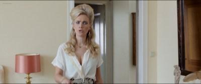 Anouk Kleykamp nude topless, Jennifer Hoffman hot and Jelka van Houten sexy - Familieweekend (NL-2016) HD 1080p BluRay (12)