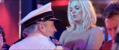 Anouk Kleykamp nude topless, Jennifer Hoffman hot and Jelka van Houten sexy - Familieweekend (NL-2016) HD 1080p BluRay (7)