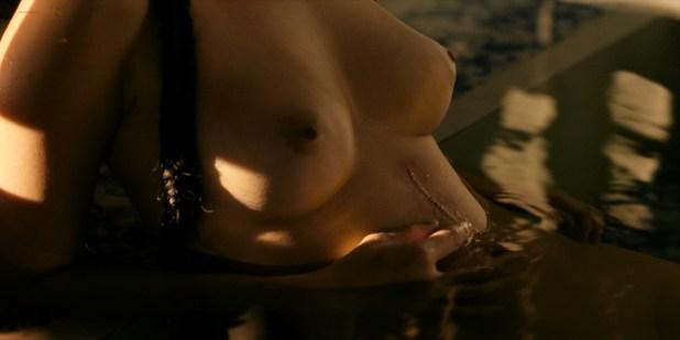 Olivia Cheng nude topless Esther Low nude boobs Karishma Ahluwalia nude butt – Marco Polo (2016) s2e5 HD 1080p (8)