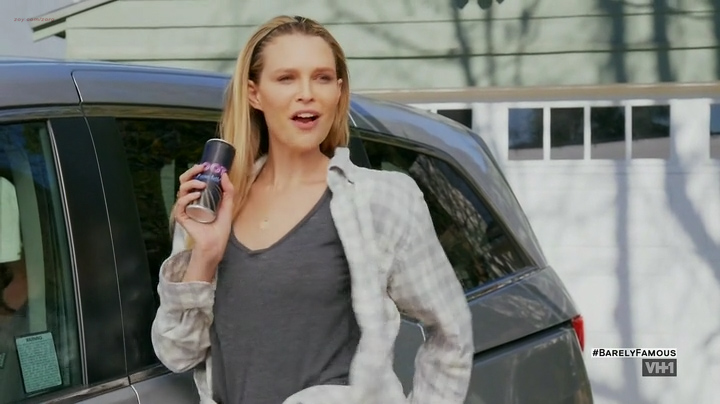 Sara Foster hot cleavage Erin Foster and Jessica Alba hot and sexy - Barely Famous (2016) S02E01 (4)