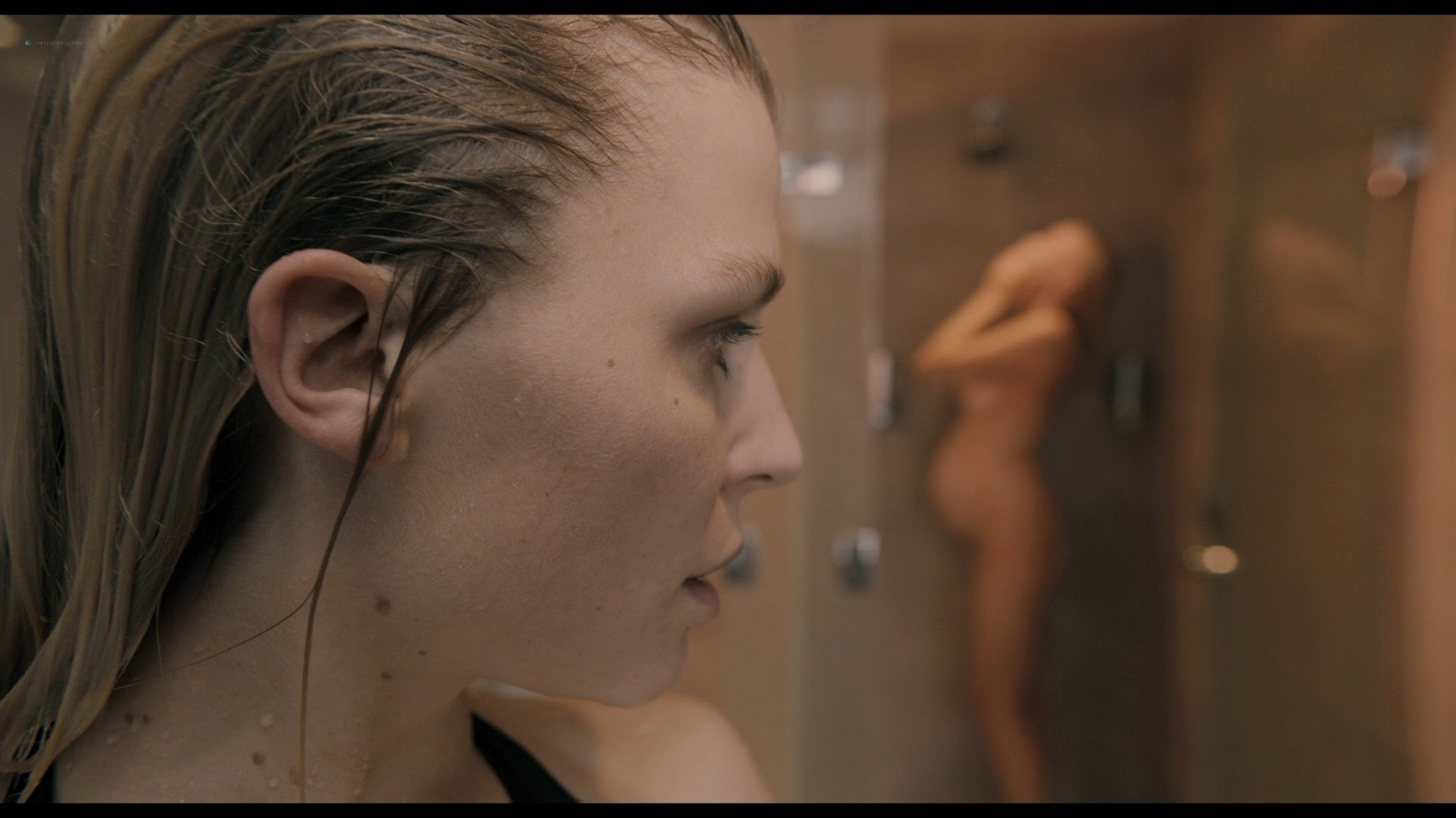 Laura Birn nude in shower Clémence Poésy hot some sex too - The Ones Below (UK-2015) HD 1080p BluRay (11)