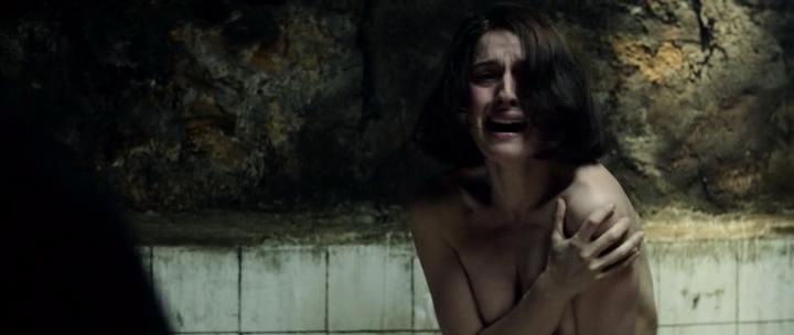 María Valverde nude brief side boob- Guernica (SP-2016) (1)