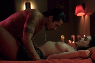 Anne Hathaway nude sex and Bijou Phillips nude threesome – Havoc (2005) HD 1080p WEB-DL