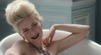 Kirsten Dunst nude butt and hot - Marie Antoinette (2006) HD 1080p BluRay (10)