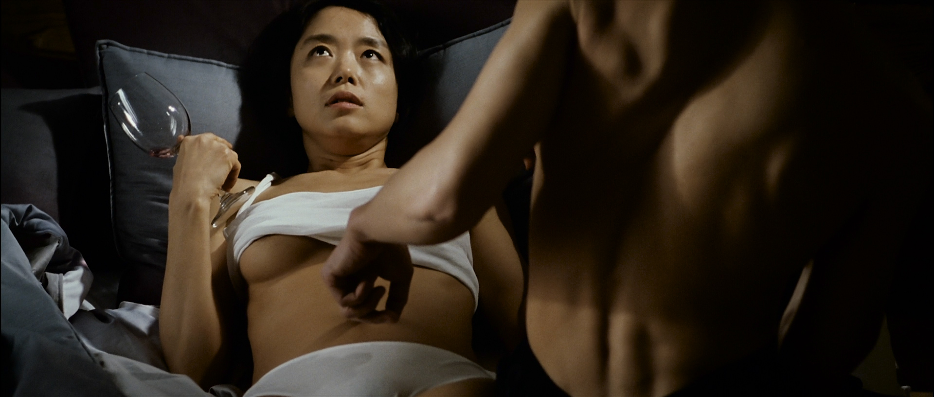 Do-yeon Jeon nude topless and oral and Woo Seo hot and sex - The Housemaid (2010) HD 1080p BluRay (5)