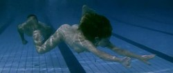 Juana Acosta nude wet and hot sex in the pool, María Reyes Arias hot - A golpes (ES-2005) (7)