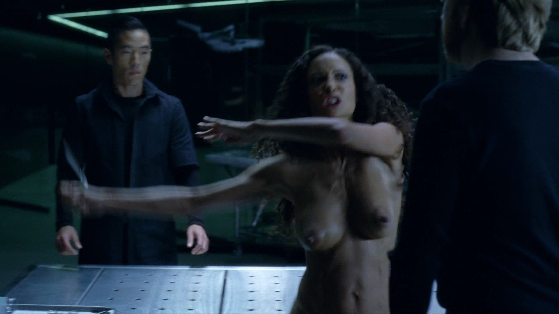 Thandie Newton nude bush and boobs - Westworld (2016) s1e8 HD 1080p (2)