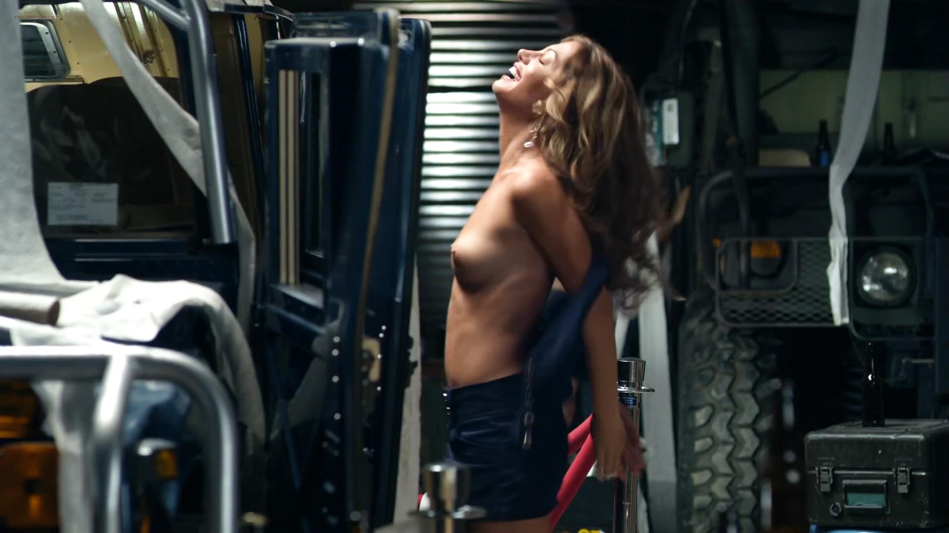 Kristin Cavallari Cameltoe Hard Nipples In A Bikini