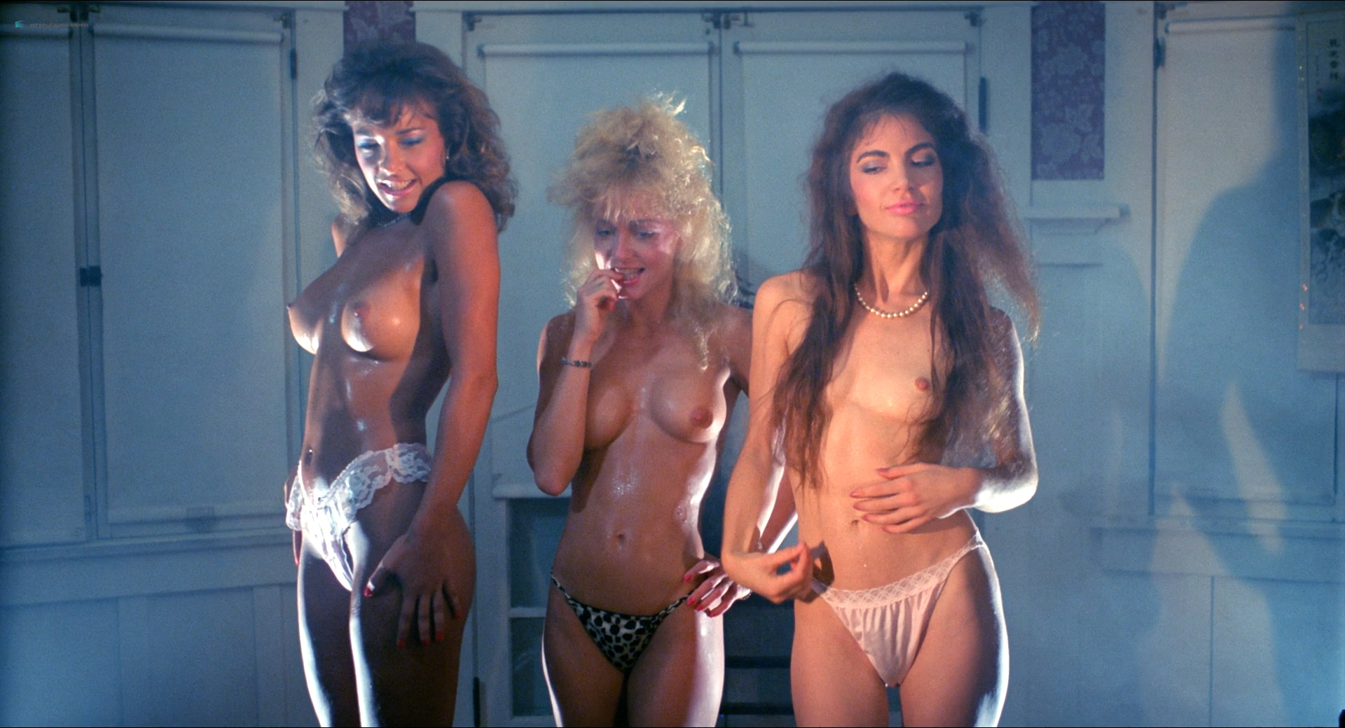 Michelle Bauer nude bush, Linnea Quigley and Brinke Stevens nude and wet - Nightmare Sisters (1988) HD1080p (10)