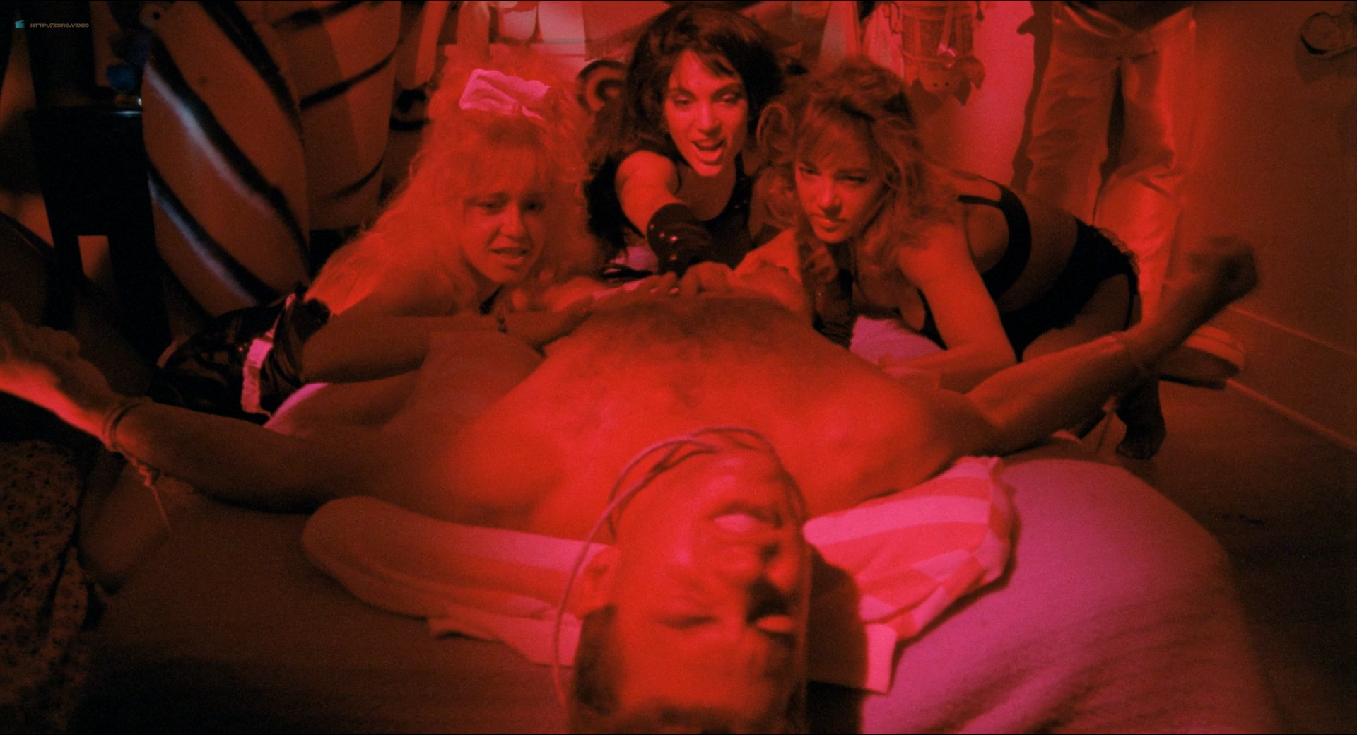 Michelle Bauer nude bush, Linnea Quigley and Brinke Stevens nude and wet - Nightmare Sisters (1988) HD1080p (13)