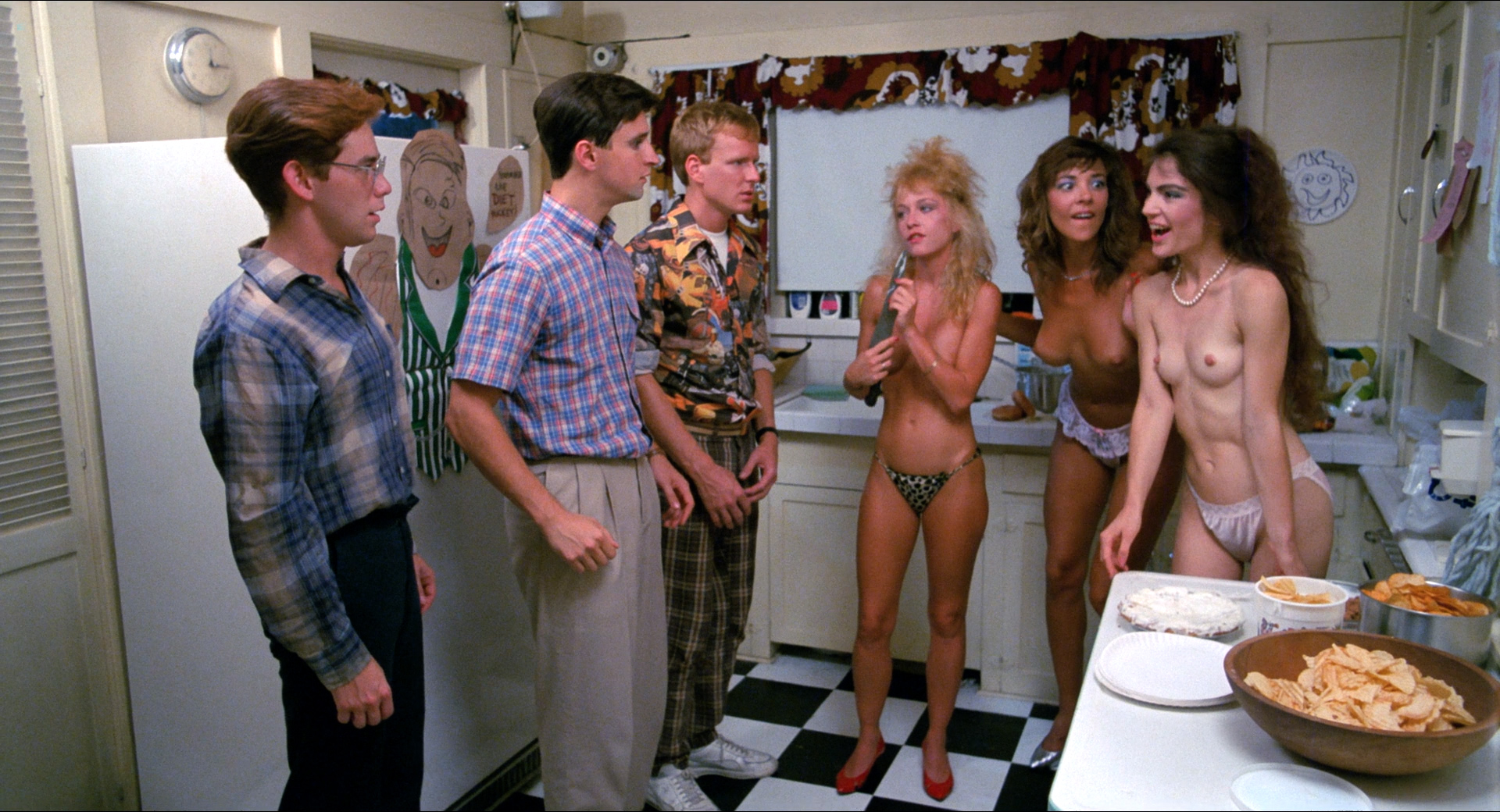 Michelle Bauer nude bush, Linnea Quigley and Brinke Stevens nude and wet - Nightmare Sisters (1988) HD1080p (9)
