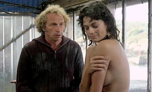 Beatrice Camurat nude topless and wet - Un chien dans un jeu de quilles (FR-1983) (10)