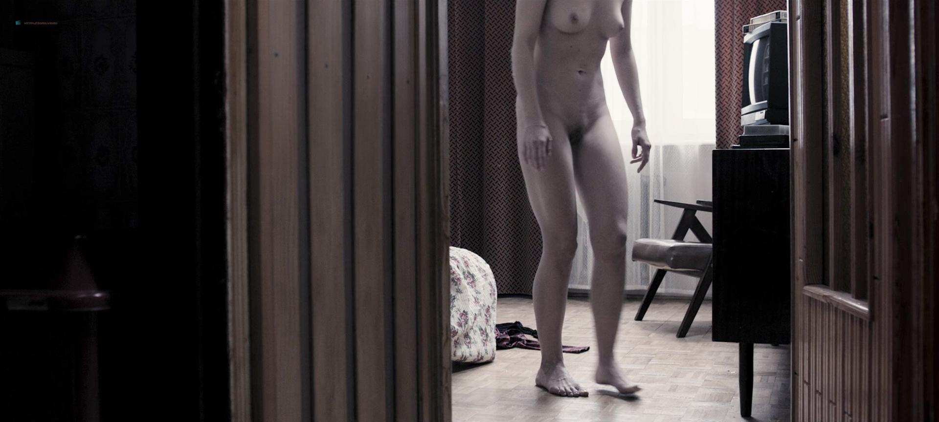 Julia Kijowska nude bush and sex and Marta Nieradkiewicz nude full frontal - Zjednoczone stany milosci (PL-2016) HD 1080p BluRay