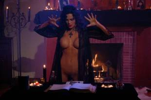 Julie Strain nude full frontal Rochelle Swanson and others nude lesbian sex – Sorceress (1994) HD 1080p BluRay