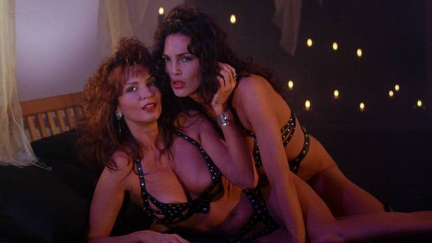 Julie Strain nude full frontal Rochelle Swanson and others nude lesbian sex - Sorceress (1994) HD 1080p BluRay (13)