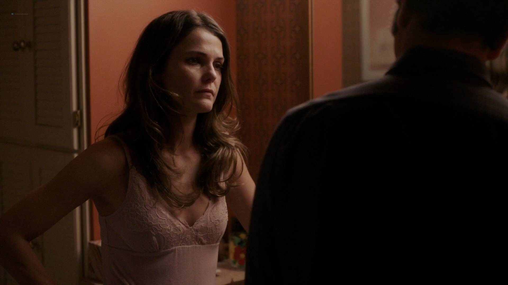Keri Russell nude butt in the shower -The Americans (2017) s5e2 HD 1080p (4)
