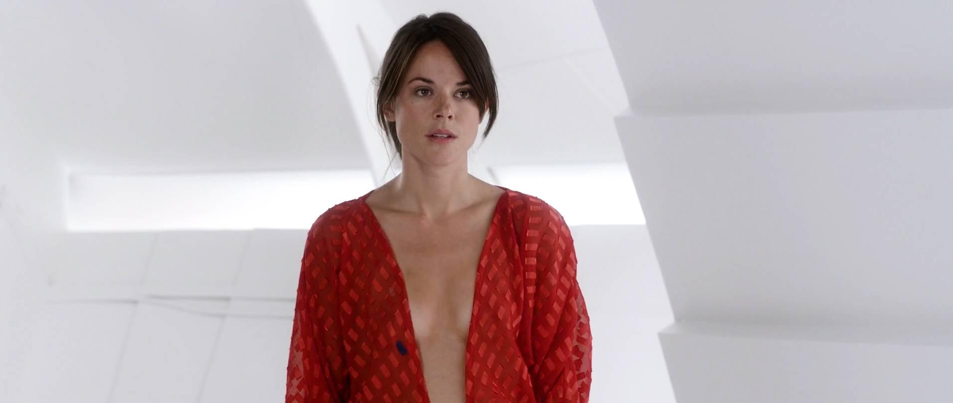 Sarah Butler Nude - Moontrap Target Earth (2..   Nude