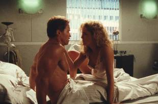 Sharon Stone nude nipple and hot Lycia Naff funny – Total Recall (1990) HD 1080p BluRay
